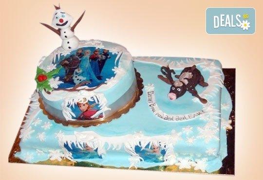 С доставка през април, май и юни! Елза и Анна: тематична 3D торта Замръзналото кралство от 12 до 37 парчетата - кръгла, голяма правоъгълна или триизмерна кукла Елза от Сладкарница Джорджо Джани - Снимка 10
