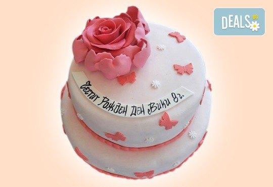 За кумовете! Празнична торта Честито кумство с пъстри цветя, дизайн сърце, романтични рози, влюбени гълъби или др. от Сладкарница Джорджо Джани - Снимка 21