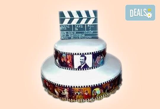 За кумовете! Празнична торта Честито кумство с пъстри цветя, дизайн сърце, романтични рози, влюбени гълъби или др. от Сладкарница Джорджо Джани - Снимка 31