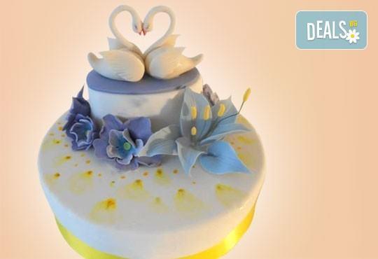 За кумовете! Празнична торта Честито кумство с пъстри цветя, дизайн сърце, романтични рози, влюбени гълъби или др. от Сладкарница Джорджо Джани - Снимка 12