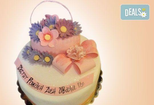 За кумовете! Празнична торта Честито кумство с пъстри цветя, дизайн сърце, романтични рози, влюбени гълъби или др. от Сладкарница Джорджо Джани - Снимка 16