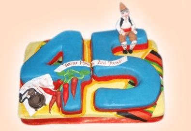 С доставка през април, май и юни! Голяма 3D Торта на традициите за почитателите на българския фолклор, 25 парчета от Сладкарница Джорджо Джани - Снимка