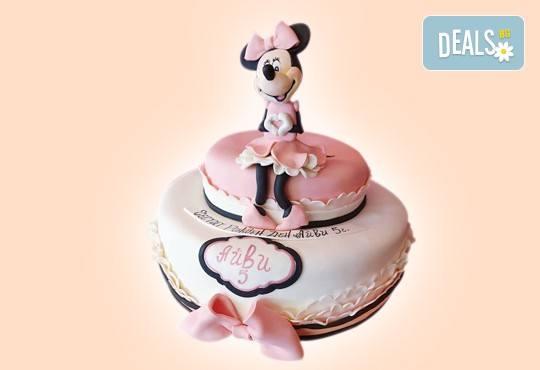 С доставка през април, май и юни! Детска АРТ торта с фигурална ръчно изработена декорация с любими на децата герои от Сладкарница Джорджо Джани - Снимка 12