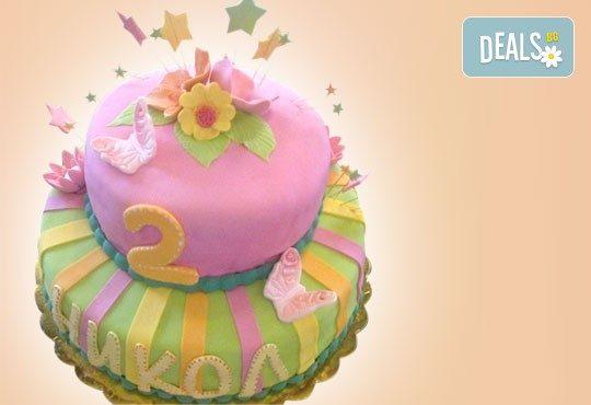 С доставка през април, май и юни! Детска АРТ торта с фигурална ръчно изработена декорация с любими на децата герои от Сладкарница Джорджо Джани - Снимка 16