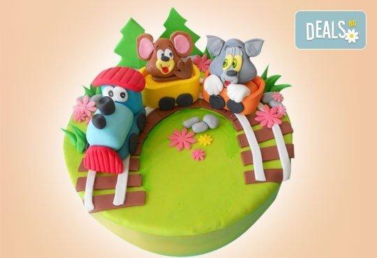 С доставка през април, май и юни! Детска АРТ торта с фигурална ръчно изработена декорация с любими на децата герои от Сладкарница Джорджо Джани - Снимка 37