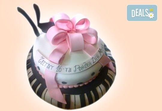 С доставка през април, май и юни! Детска АРТ торта с фигурална ръчно изработена декорация с любими на децата герои от Сладкарница Джорджо Джани - Снимка 34