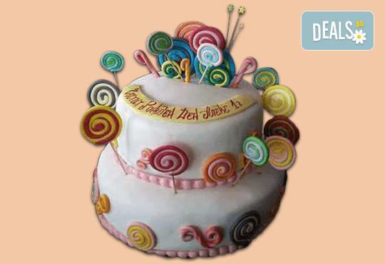 С доставка през април, май и юни! Детска АРТ торта с фигурална ръчно изработена декорация с любими на децата герои от Сладкарница Джорджо Джани - Снимка 23