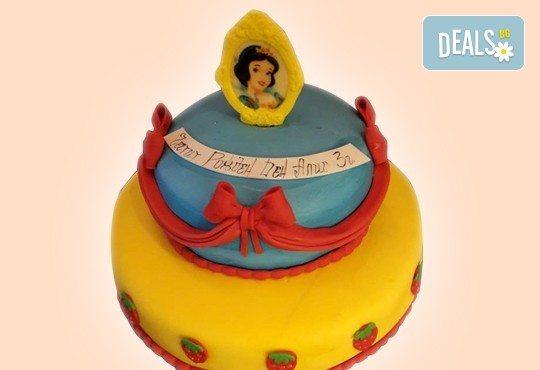 С доставка през април, май и юни! Детска АРТ торта с фигурална ръчно изработена декорация с любими на децата герои от Сладкарница Джорджо Джани - Снимка 11