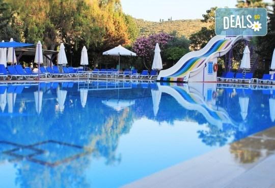 Ранни записвания за почивка в хотел Pigale Family Club 3*, Кушадасъ, Турция! 5 нощувки на база All Inclusive и възможност за транспорт! - Снимка 2