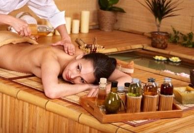 Дълбокотъканен масаж на цяло тяло с топли билкови масла и стимулираща зонотерапия в СПА център Senses Massage & Recreation! - Снимка
