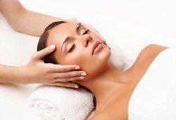Красиво лице! Лифтинг със стволови клетки, пилинг, серум и мануален масаж на лице в Салон Miss Beauty! - Снимка