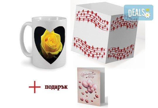 Чаша с магическо сърце със снимка по избор на клиента, тематична кутия и подарък: картичка от Хартиен свят! - Снимка 1