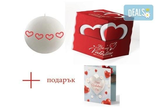 Подарете с любов! Ароматна свещ с декорация за Свети Валентин, кутийка и подарък: картичка от Хартиен свят! - Снимка 1