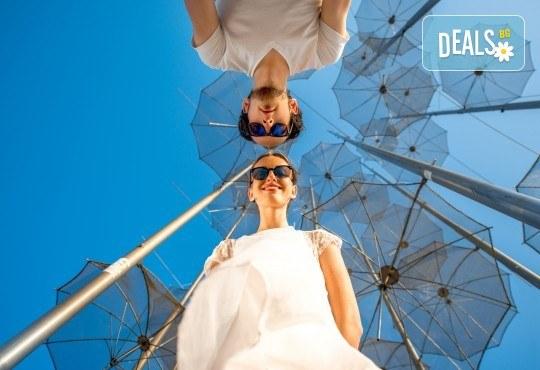Еднодневна екскурзия през февруари или март до Солун с посещение на скулптурата Веселите чадъри - транспорт и екскурзовод от Глобул Турс! - Снимка 1