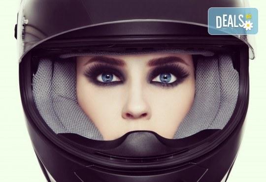 Поставяне на мигли по метода 'косъм по косъм' в N&G Vision Beauty Studio