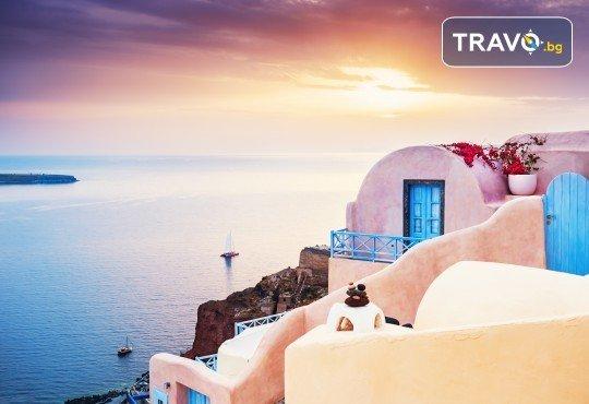 Есенна екскурзия до приказния остров Санторини! 4 нощувки със закуски, транспорт и посещение на Атина! - Снимка 3
