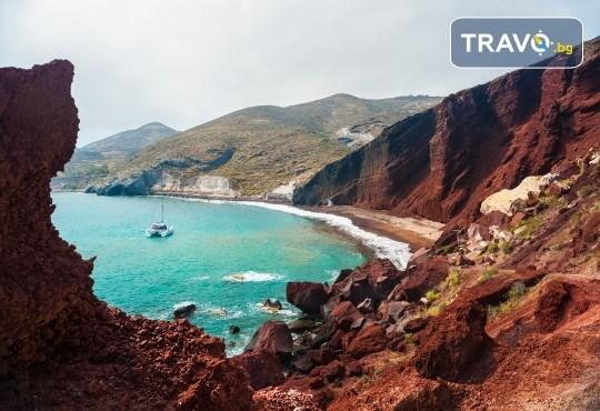 Септемврийски празници на романтичния остров Санторини! 4 нощувки със закуски, транспорт, водач от Еко Тур и посещение на Атина! - Снимка 6
