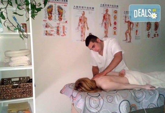 Лечебен, болкоуспокояващ масаж на гръб и преглед от професионален физиотерапевт + лазеротерапия или инверсионна терапия в студио за масажи и рехабилитация Samadhi! - Снимка 6