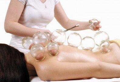 Избавете се от болките! 30-минутен лечебен масаж на гръб и вендузотерапия + 5-минутен масаж на глава в масажно студио Тандем! - Снимка