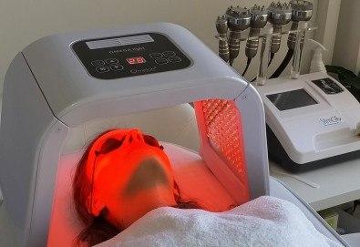 Избавете се от акнето и разширените пори с фотодинамична (LED) терапия за лице в La Jolie Beauty Studio!