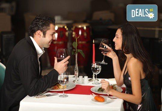 Куверт за двама за Свети Валентин в ресторант Грами със салата, предястие, основно ястие, десерт и комплимент: бутилка вино! - Снимка 3