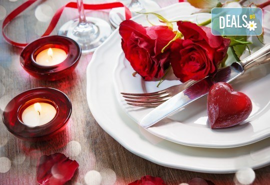 Куверт за двама за Свети Валентин в ресторант Грами със салата, предястие, основно ястие, десерт и комплимент: бутилка вино! - Снимка 1