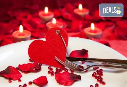 Куверт за Свети Валентин с богато меню, неограничено количество вино и жива музика в ресторант Бадемовата къща! - Снимка 1