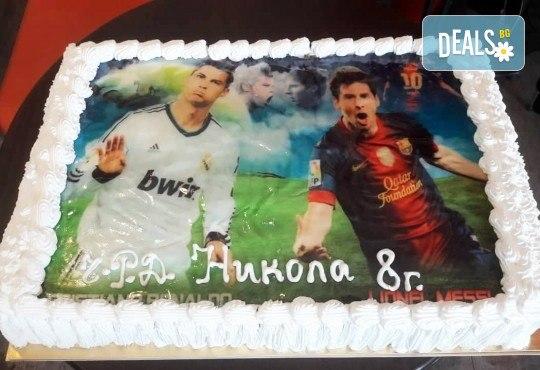С доставка през април, май и юни! Голяма снимка: торта 25 или 30 парчета, със снимка А3 и пълно покритие на тортата от Сладкарница Джорджо Джани - Снимка 2
