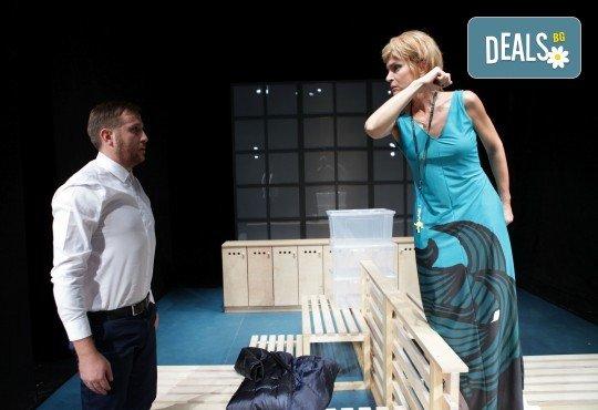 Гледайте Законът на Архимед с Пенко Господинов и Ирини Жамбонас в Малък градски театър Зад канала на 12-ти март (вторник)! - Снимка 6