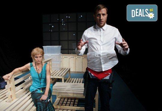Гледайте Законът на Архимед с Пенко Господинов и Ирини Жамбонас в Малък градски театър Зад канала на 12-ти март (вторник)! - Снимка 5