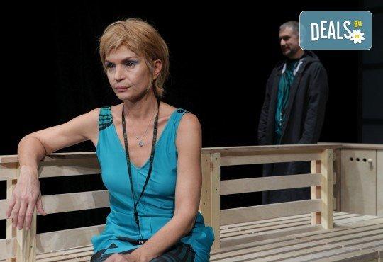 Гледайте Законът на Архимед с Пенко Господинов и Ирини Жамбонас в Малък градски театър Зад канала на 12-ти март (вторник)! - Снимка 3