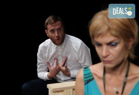 Гледайте Законът на Архимед с Пенко Господинов и Ирини Жамбонас в Малък градски театър Зад канала на 12-ти март (вторник)! - Снимка 8