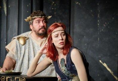 Комедията Ромул Велики с едни от най-известните китаристи на България на 15-ти март (петък) в Малък градски театър Зад канала! - Снимка