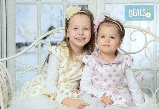 Любими мигове! Зимна семейна фотосесия в студио и подарък: фотокнига от Photosesia.com! - Снимка 2