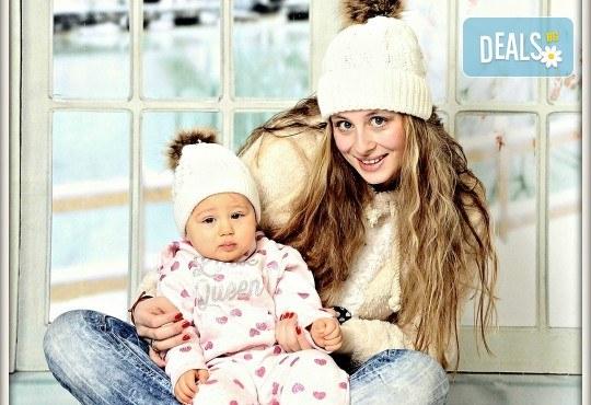 Любими мигове! Зимна семейна фотосесия в студио и подарък: фотокнига от Photosesia.com! - Снимка 3