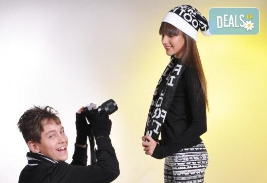 Любими мигове! Зимна семейна фотосесия в студио и подарък: фотокнига от Photosesia.com! - Снимка 5