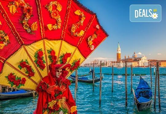 Last minute! Екскурзия до Карнавала във Венеция през февруари! 3 нощувки със закуски, самолетен билет и летищни такси, транспорт с автобус, програма в Милано и Верона! - Снимка 2