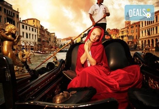 Last minute! Екскурзия до Карнавала във Венеция през февруари! 3 нощувки със закуски, самолетен билет и летищни такси, транспорт с автобус, програма в Милано и Верона! - Снимка 1