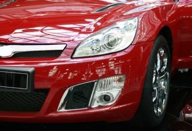 Смяна на 2 броя гуми на лек автомобил в автоцентър Торнадо! - Снимка