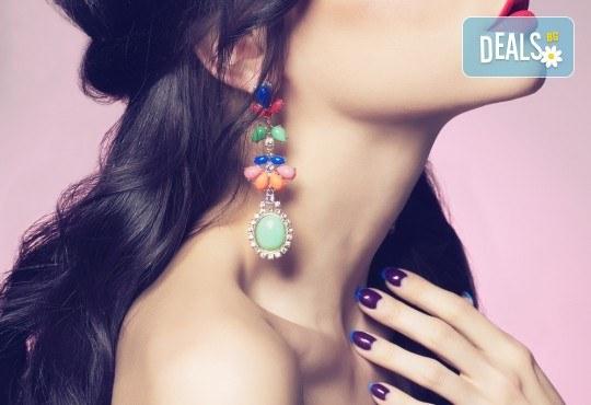 Пробиване на уши и подарък: медицински обеци по избор в салон за красота Beauty Angel! - Снимка 2
