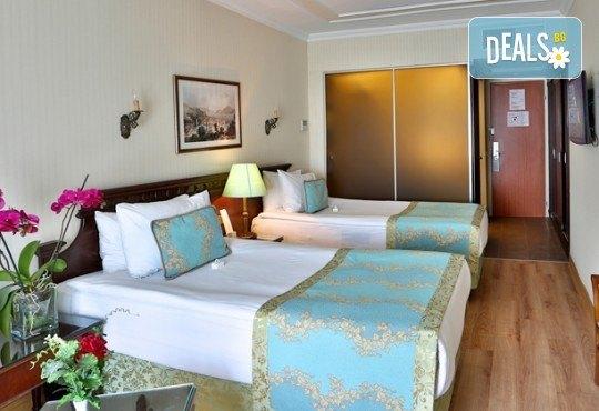 Фестивал на лалето в Истанбул през април! 2 нощувки и закуски в Hotel Bulvar Palas 4*, транспорт, водач от агенцията и включени пътни такси! - Снимка 7