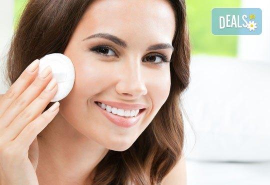 Медицинско почистване на лице, терапия за контрол на порите и нанасяне на маска в салон за красота Алма Морел - Снимка 2