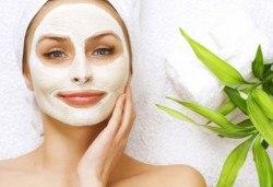 Медицинско почистване на лице, терапия за контрол на порите и нанасяне на маска в салон за красота Алма Морел - Снимка
