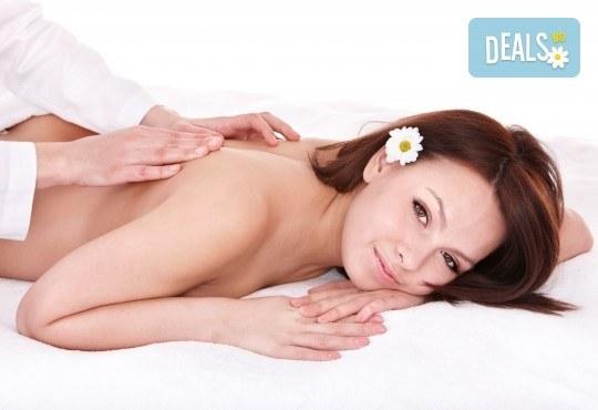 Облекчете болките и се почуваствайте като нови! 45-минутен лечебен, болкоуспокояващ масаж на гръб + 15-минутен масаж на лице и глава в Женско Царство! - Снимка 3