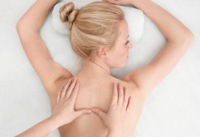 Облекчете болките и се почуваствайте като нови! 45-минутен лечебен, болкоуспокояващ масаж на гръб + 15-минутен масаж на лице и глава в Женско Царство! - Снимка