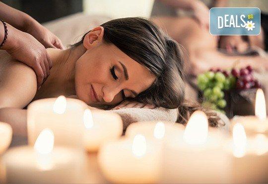 Кралски ритуал за влюбени! Синхтронен антистрес масаж и пилинг на цяло тяло, луксозна терапия за лице и бонус: точков масаж на глава и лице + плодова салата и вино в Женско царство! - Снимка 3