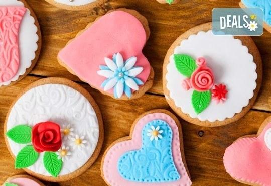 За празници! Уникални 15 броя романтични бисквити: сърца с рози и перли от Muffin House! - Снимка 1