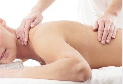 Лечебен масаж на зона по избор или на цяло тяло и бонус: точков масаж на лице или тяло в салон Женско Царство! - Снимка