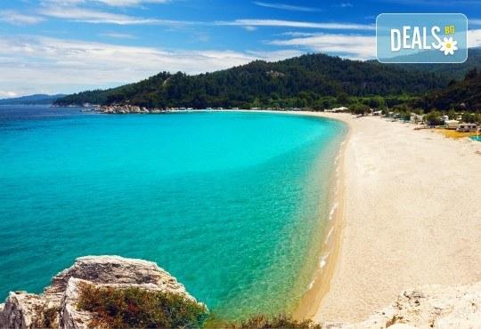 Септемврийски празници на полуостров Халкидики, Гърция! 2 нощувки със закуски и вечери, транспорт, екскурзовод и посещение на Солун! - Снимка 3