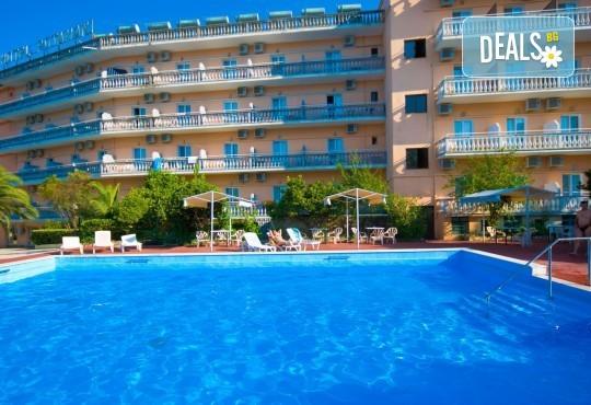 Ранни записвания за почивка на о. Корфу, Гърция! 6 нощувки със закуски и вечери в Potamaki Beach Hotel 3*, възможност за транспорт! - Снимка 2